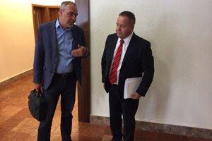 Anton Danko (vpravo vedľa poslanca Igora Wzoša).
