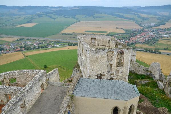 Niektoré časti Spišského hradu sú v havarijnom stave.