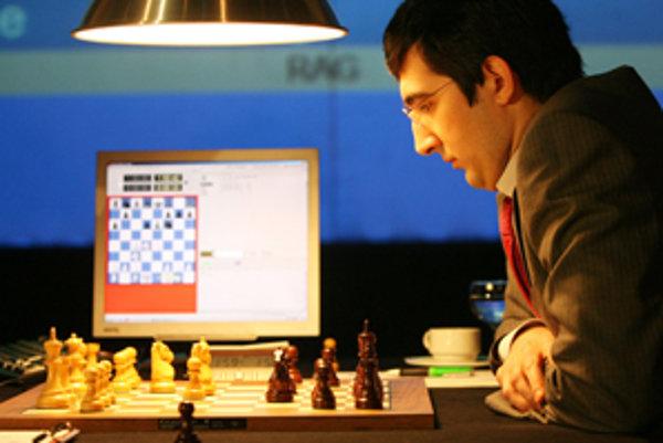 Majster sveta Vladimir Kramnik v zápase s programom Deep Fritz 10 v Bonne v roku 2006 definitívne pochoval šance ľudí v súbojoch s počítačmi.