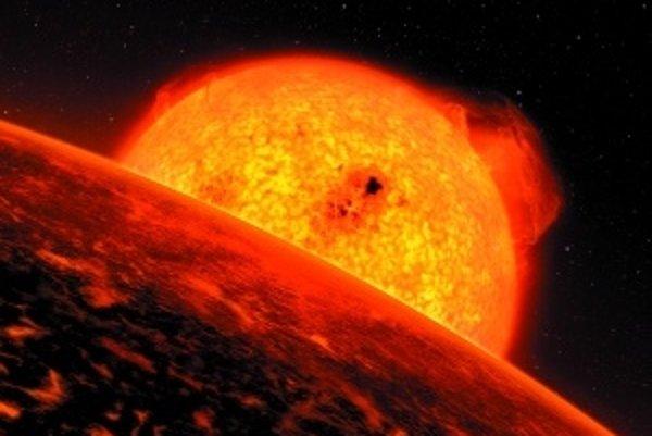Umelecká vízia ukazujúca exoplanétu CoRoT-7b (v popredí), krúžiacu okolo hviezdy CoRoT-7, vzdialenej 500 svetelných rokov