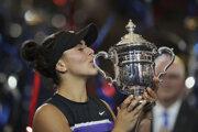 Bianca Andreescuová s trofejou po výhre vo finále US Open 2019.