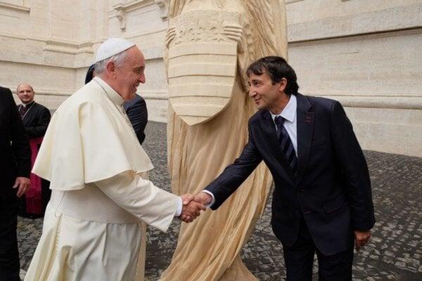 Peter Ďurica s pápežom Františkom vo Vatikáne.