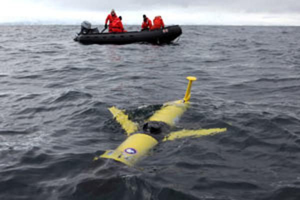 Obrovskému vplyvu klimatickej zmeny na ekosystémy oceánov v okolí pólov a ich významnému spätnému vplyvu na klímu vonkoncom nezodpovedá doterajší systém zberu údajov. Treba lepší.V časopise Science ho navrhol šesťčlenný tím na čele s Oscarom Schofieldom z