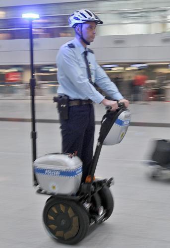 policajti-segway3_sitaap.jpg