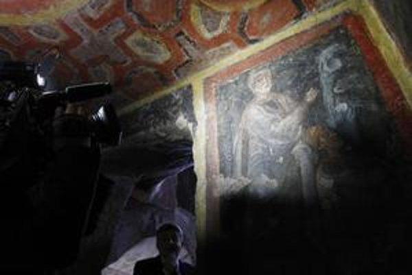 Tváre mladých apoštolov boli ukryté pod nánosmi uhličitanu vápenatého. Vedci ho odstránili pomocou moderného lasera.