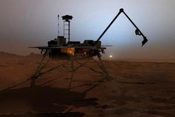 Phoenix na Marse uvidel sneženie a potvrdil prítomnosť vody.
