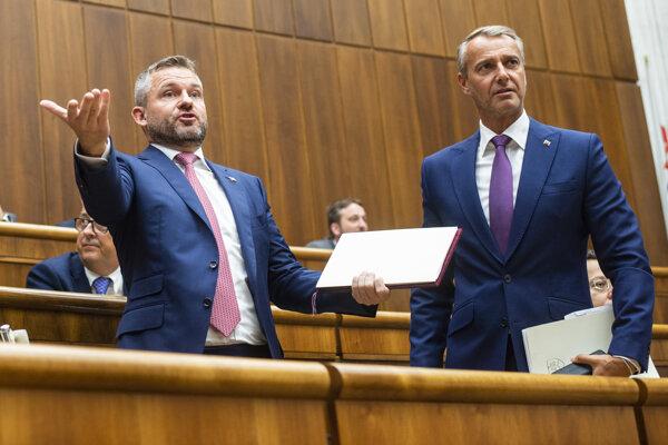 Poslancom sa opätovne nedarí otvoriť schôdzu, na ktorej má premiér Peter Pellegrini (Smer) čeliť pokusu o odvolanie z funkcie.