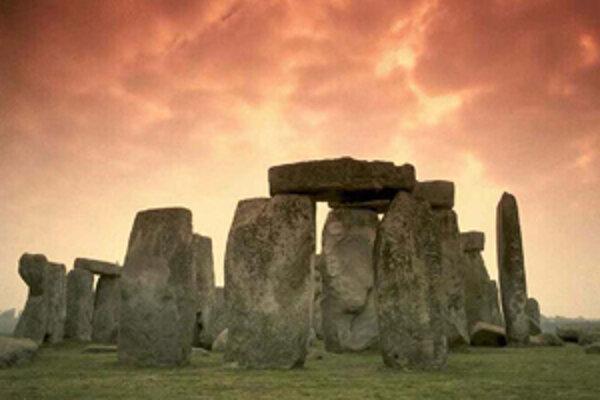 Neďaleko Stonehenge (na snímke) našli zvyšky po podobnej stavbe.