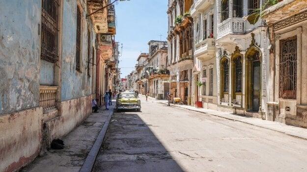 Na Kubu sa treba pripraviť, stále tu v obchodoch nezoženiete všetko