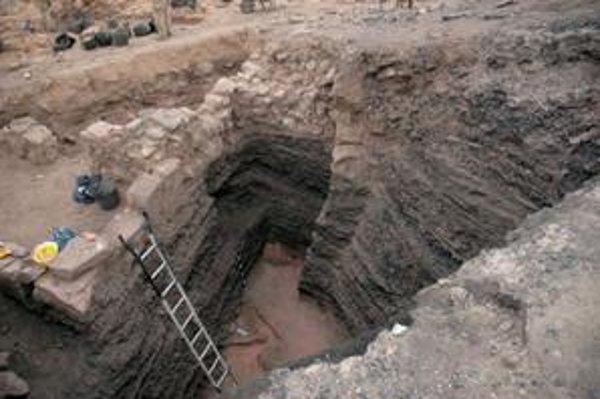 Archeológovia kopali až k základnej hornine.