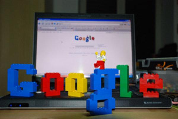 Google aj Microsoft chcú dominovať na webe – odteraz sa budú okrem trhu s vyhľadávačmi biť aj na poli webových prehliadačov.