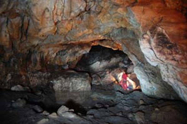 Ukážka interiéru jaskyne počas nového výskumu kresieb.