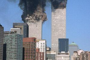 Na archívnej snímke fotografie teroristického útoku na Svetové obchodné centrum ( WTC ) v New Yorku z 11. septembra 2001.