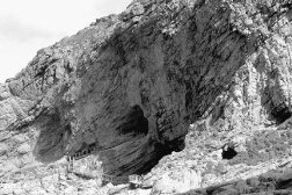 Pohľad na vstup do jaskyne v Pinnacle Point.
