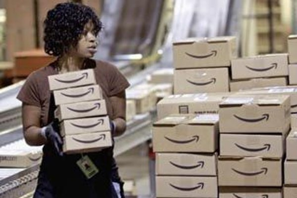 Predvianočná sezóna v plnom prúde v baliacom stredisku najväčšieho svetového internetového obchodníka Amazon.com