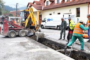 Výstavba kanalizácie a vodovodu vo Vyšnom Kubíne.