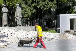 Oprava Pamätníka SNP na námestí Slovenského národného povstania v Bratislave.
