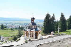 Pod Bubeníkom už jedna cirkevná stavba stojí - kaplnka.