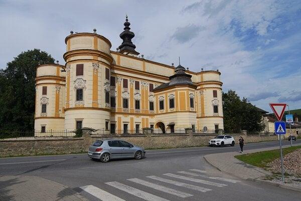 Renesačný kaštieľ, ktorý vlastnil rod Máriássy v Markušovciach.
