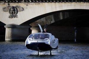 Taxík Bublina SeaBubble na rieke Seina.