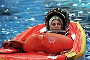 Mary Weberová počas tréningu vo vode.