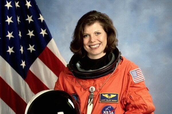 Bývalá americká astronautka Mary Ellen Weberová strávila počas dvoch misií vo vesmíre 450 hodín.
