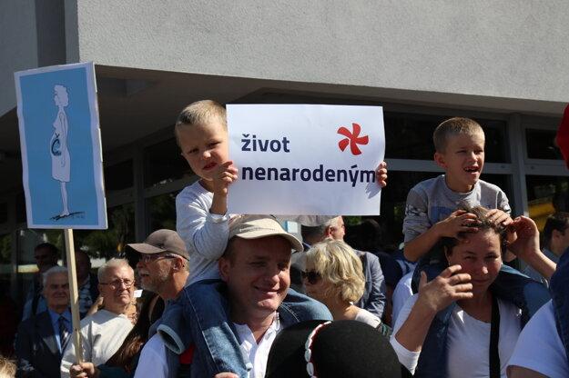 Pochod podporili malí aj veľkí.