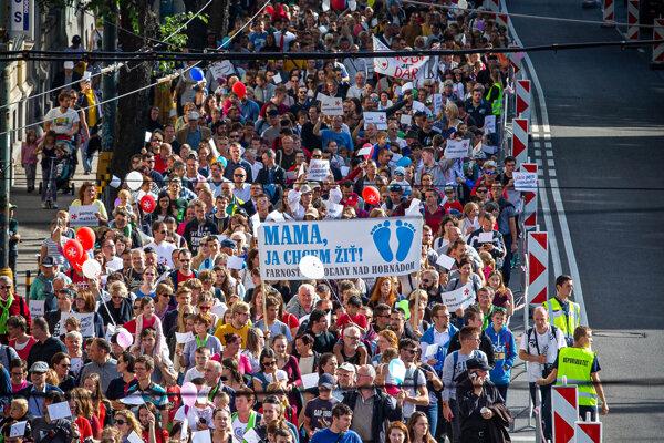 Pochod za život v bratislavských uliciach. Foto: SME - Marko Erd.