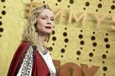 Červený koberec na Emmy: Brienne z Tarthu ako Kristus aj politické odkazy (galéria)