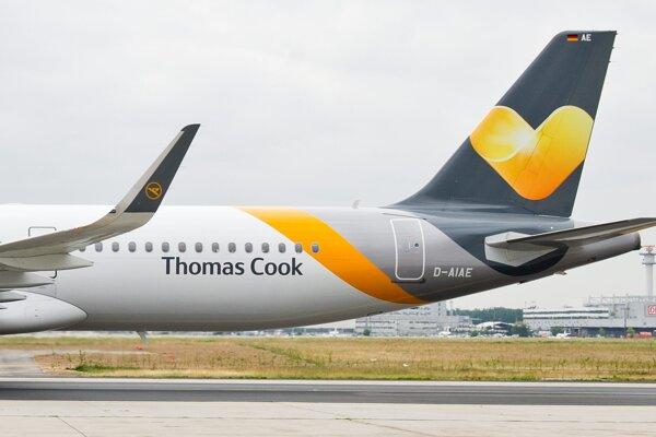Lietadlo typu Airbus A321 nemeckej leteckej spoločnosti Condor je pristavené na letisku vo Frankfurte.