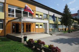 Základná škola v Hanušovciach nad Topľou.