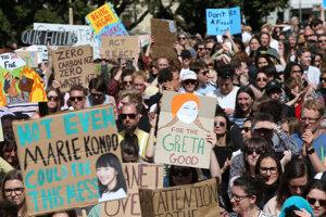 Do prvého medzigeneračného klimatického štrajku v krajine sa k školákom pripojili aj mnohí rodičia, starí rodičia a zamestnanci z dovedna 260 podnikov.