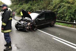 Na Čermeľskej ceste sa vo štvrtok zrazili dve autá, nehoda sa tam stala aj v stredu.