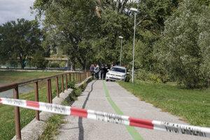 Tragédia sa stala na cyklistickej ceste na nábreží rieky za futbalovým štadiónom pod Zoborom, žiaci základnej školy tam boli na prechádzke.
