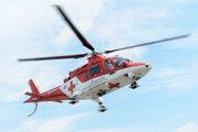 Jazdca transportovali vrtuľníkom do nemocnice. Ilustračné foto.