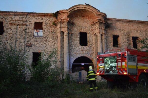 Požiar kaštieľa v Ožďanoch prebehol veľmi rýchlo.