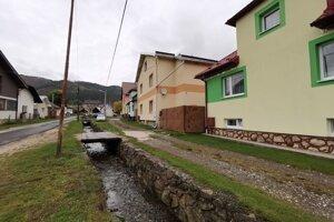Táto časť obce má kanalizáciu.