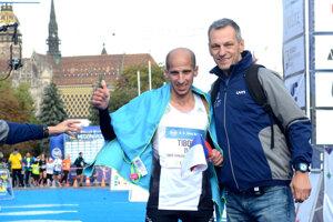 Branislav Koniar v cieli pretekov s Tiborom Sahajdom.