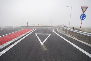 Novovybudovaná križovatka Dunajská Lužná smer Šamorín.