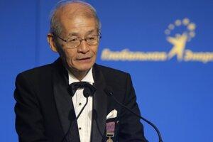 Japonský chemik Akira Jošino. Je jedným z trojice laureátov Nobelovej ceny za chémiu. Podieľal sa na vývoji lítiovo-iónových batérií.