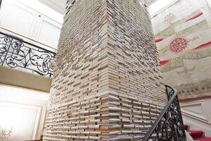 Semiolift Mateja Kréna v GMB je postavený z približne 17tisíc kníh.
