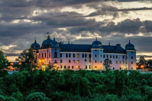 V súčastnosti je z haličského zámku hotel, ale mal aj obyvateľov, ktorí tam nechodili dobrovoľne.