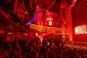 Muzikál Moulin Rouge na Broadwayi, celý čas nám tiekli slzy.
