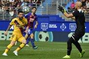 Momentka zo zápasu Eibar - FC Barcelona.