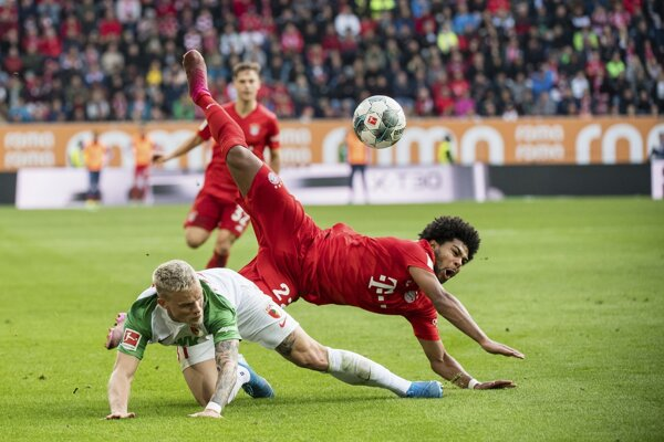 Momentka zo zápasu Augsburg - Bayern Mníchov.