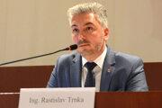 Župan Trnka je s kontrolórom Hudákom v konflikte.