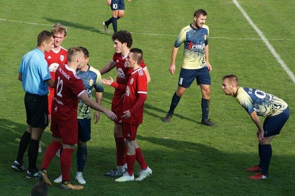 Futbalisti Svidníka si z horúcej humenskej pôdy priviezli cenný bod.