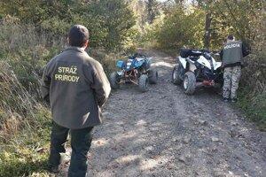 Spoločné akcie policajtov a strážcov prírody prinášajú výsledky.