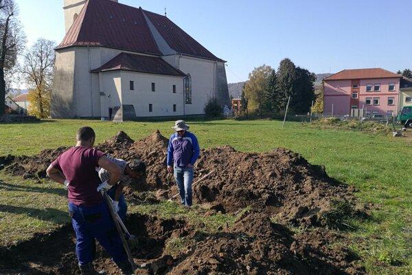 Archeologický výskum stropkovského hradného areálu.