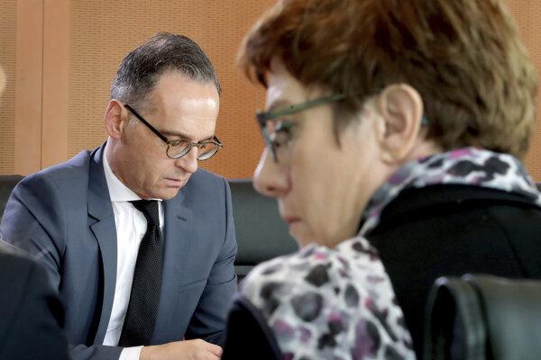 Nemecká ministerka obrany Annegret Krampová-Karrenbauerová a minister zahraničia Heiko Maas.